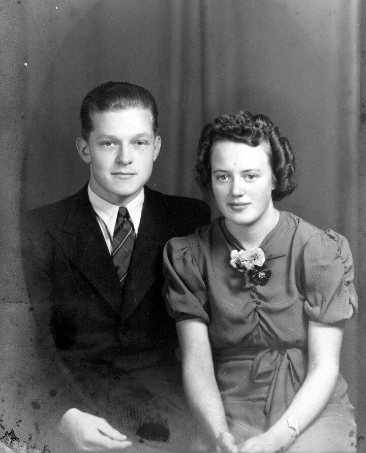 Med selvstendighetstrang og sterk optimisme sa Hans opp jobben og grunnla Slettvoll sammen med Bergit  i 1951.